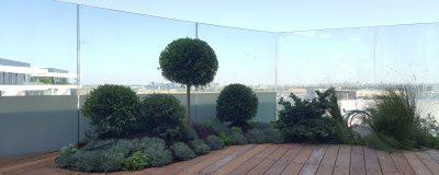 גינת גג מעוצבת במרפסת