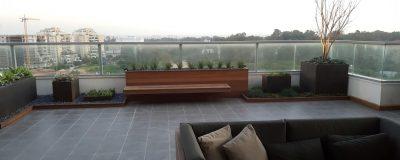 פינת ישיבה בגינת מרפסת בתל אביב