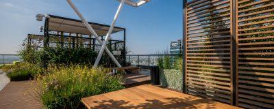 פרגולות מוצללות בגינת הגג