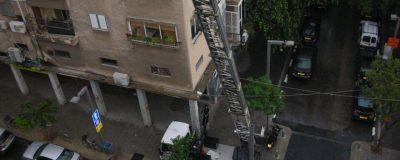 מבט מגינת המרפסת אל הרחוב