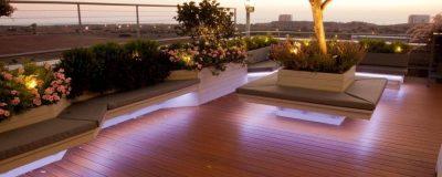 גינת גג עם תאורה מעוצבת