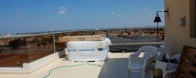 תחילת העבודה על הקמת גינה על גג