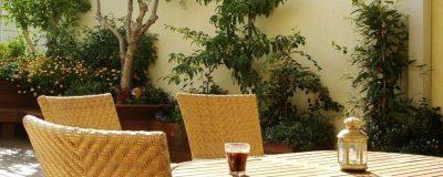 פינת ישיבה ממול לגינה על הגג