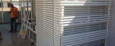 הקמת קיר על גג - שלבי העבודה האחרונים